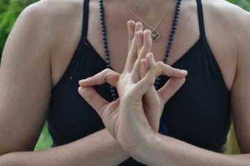 5 Effective Yoga Mudras To Cure Asthma