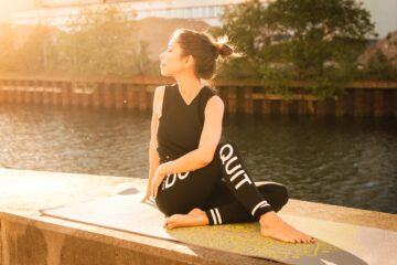 5 Effective Yoga Poses With Hyperbolic Diet Plan
